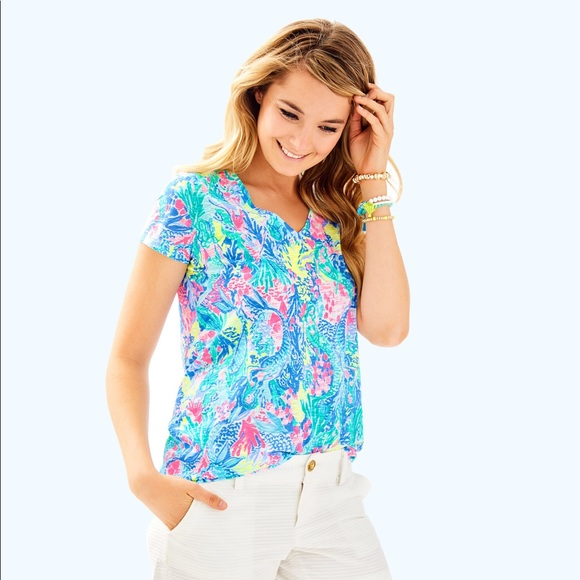 93b39be98569c1 Lilly Pulitzer Tops - LILLY PULITZER MERMAIDS COVE ETTA V NECK TOP L